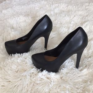{ Steve Madden } Dejavu black leather heels